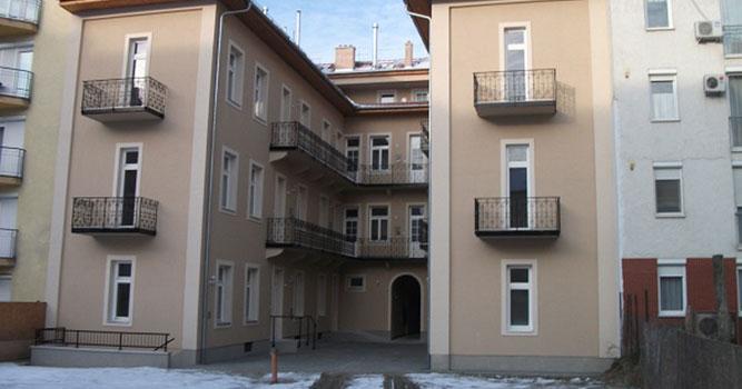 Lakóépületek